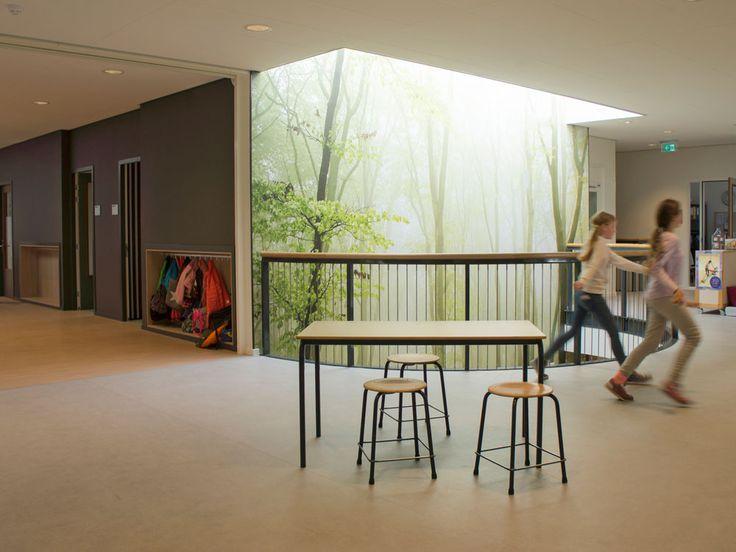 BSO school met visual van mysterieus bos nemen je terug in de tijd als de smokkelroute in Overdinkel  Interieurontwerp door Evelien Lulofs voor 't Trefhuus: het Kulturhus in Overdinkel. In opdracht van woningcorporatie Domijn