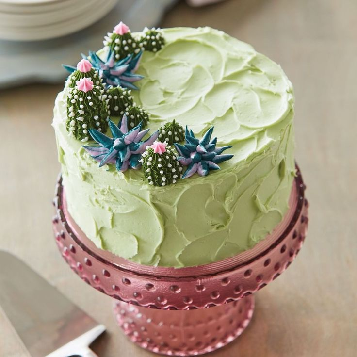Learn several different buttercream, royal icing, and ...