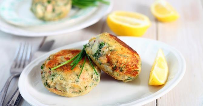 Recette de Galettes légères aux restes de poisson, citron et fines herbes. Facile et rapide à réaliser, goûteuse et diététique.