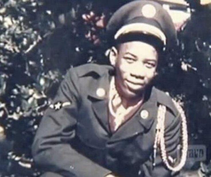 Morgan Freeman dans son uniforme de l'Us Air Force, 1955