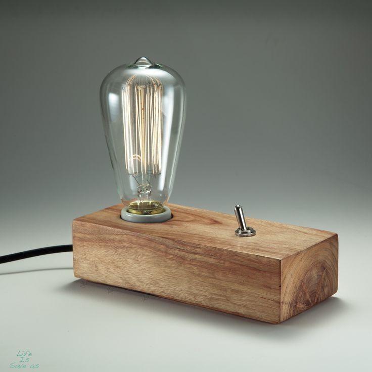 Luminária Conceito <br>Peça de design assinado, artesanal, em madeira e tiragem limitada. <br> <br>Acompanha Lâmpada de Filamento de Carbono (Tipo Edison).