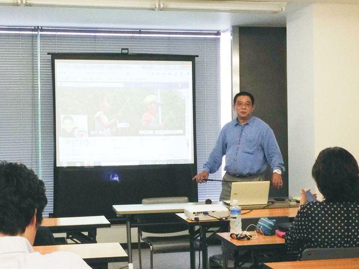 くまはち講義中 たまにメガネかけます。 http://kumahachi.me/seminar/post-1053