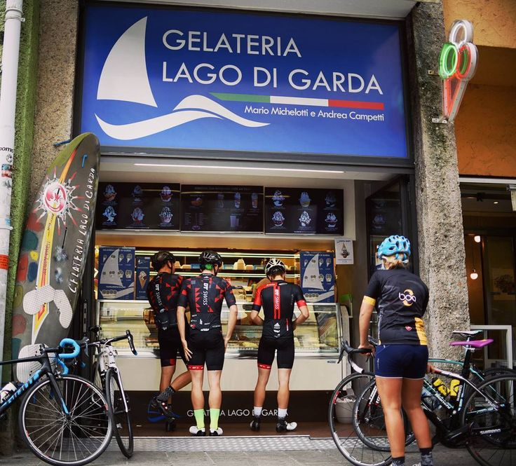 Riding an awesome loop with friends icecream and coffee... that's cycling at it's best :-). . . #guee #bartape #siodura #gmount . #cyclingkit #roadcycling #weekendride #brocycling . #coffeebreak #gelateria #lagodigarda #cappuccino #spin #cycling #outdoors #biking #bike #cycle #bicycle #instagram #fun