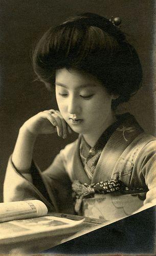 Japan. 読書する女性1910s