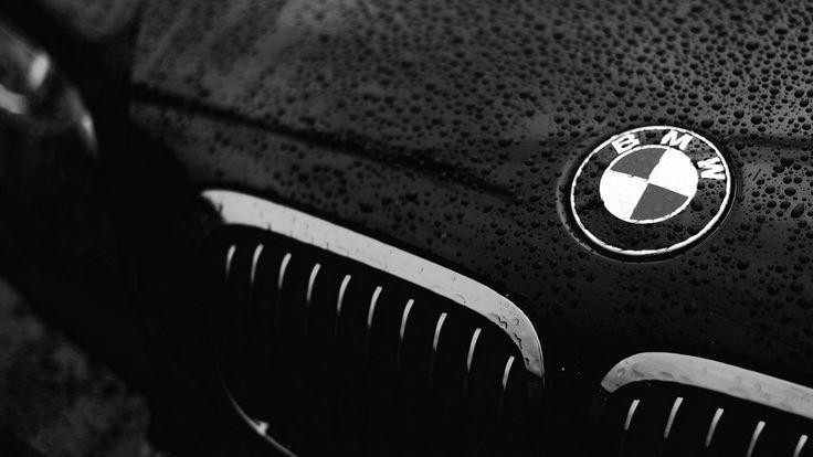 Wallpaper Logo BMW In Ploaie