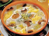 Hustá bílá polévka s nezaměnitelnou vůní čerstvých hub a kopru patří ke skvostům české kuchyně. Pro houbaře je zaslouženou odměnou. Nad talířem může vzpomínat, kde se na něj který hříbek usmál, a těšit se na další výpravu do lesa plného pokladů.