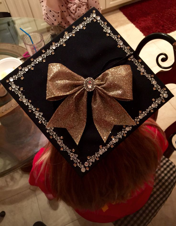 Blinged out Graduation cap - super easy and cute! This way my parents can spot me from the crowd!