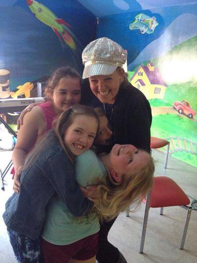 Hugs with the girls in the break :)  #makemearockstar #workshop #fun