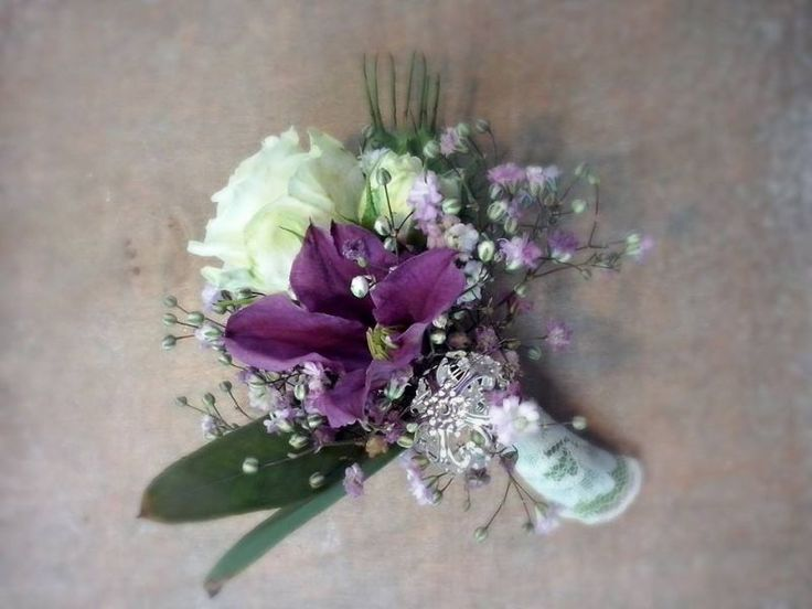 Grooms Boutonniere of fresh flowers, white and purple. Design by Blickfang Tropp Austria