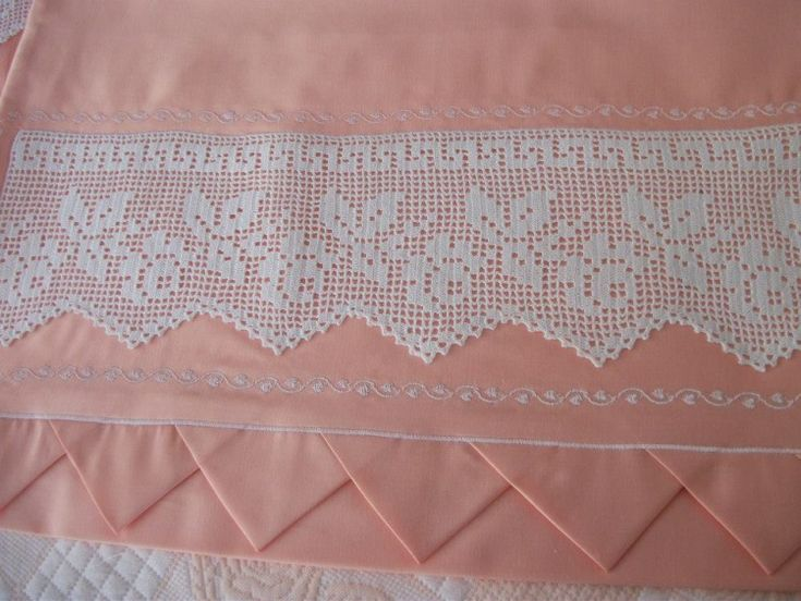 Filet crochet lace edging ~~ Roses, leaves & Greek key with points ~~ photo only, no pattern