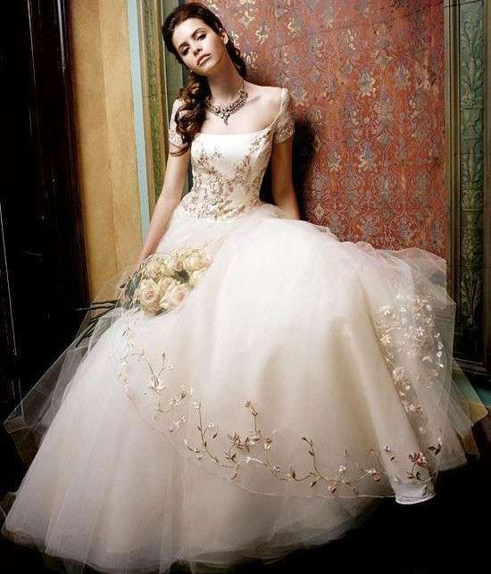 A abiti da sposa ricamati