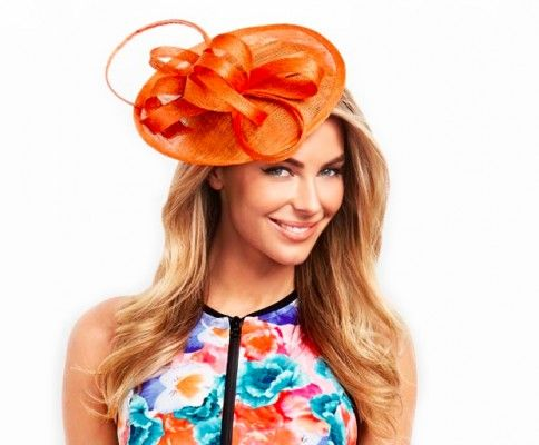 How to avoid hat hair, how to style your hair around a fascinator, and other essential hair tips for the Races!