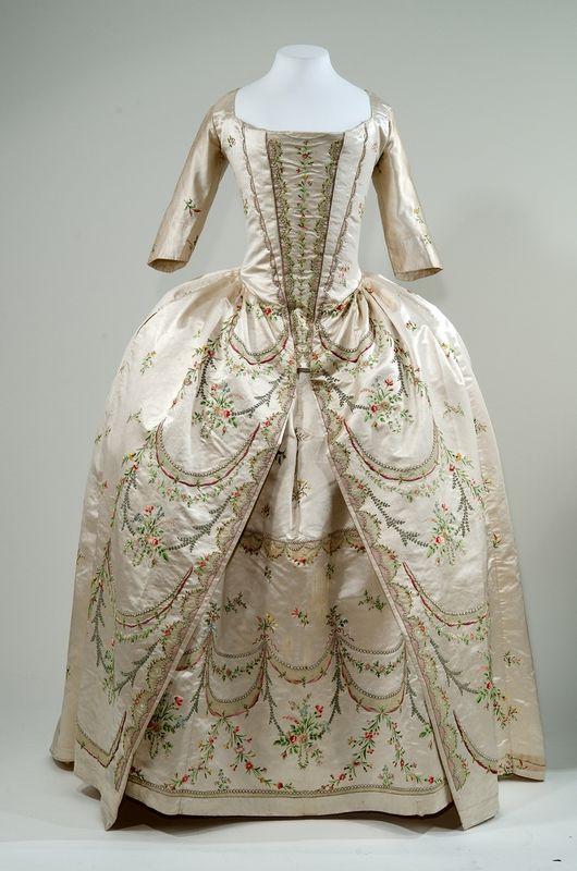 fripperiesandfobs:  Robe parée, 1780-90 From theBayerisches Nationalmuseum Munich via Bernina