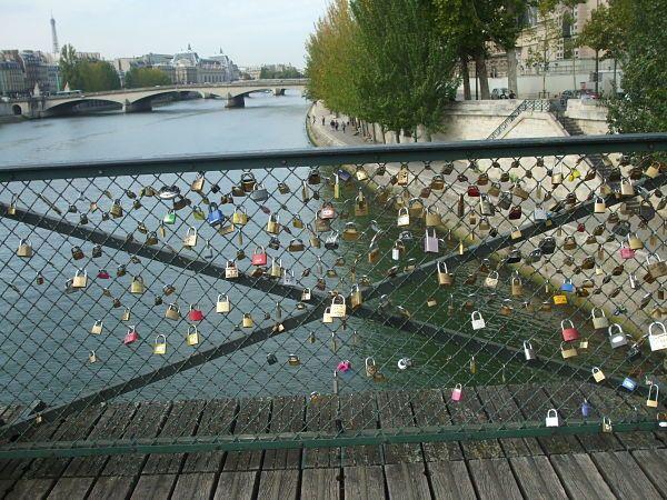 """Pont des Arts, cuando aún había espacio para poner candados.  O cuando """"El peso del amor"""" no amenazaba con derribar el puente."""