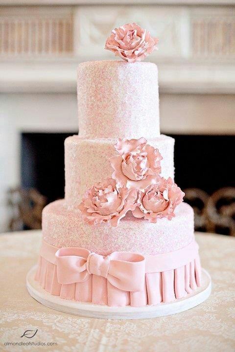 Wedding cake Follow me on Instagram @ snowwhiteisback
