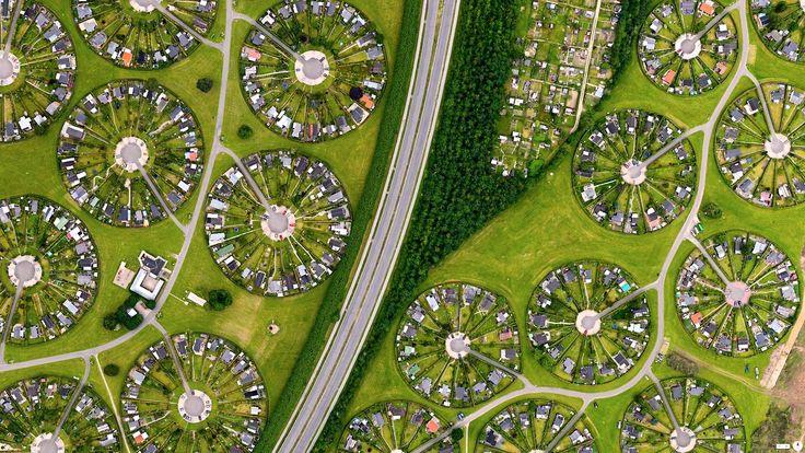 """3/19/2014 Brøndby Haveby Brøndby Municipality, Denmark 55 ° 38 '12.836031 """"N, 12 ° 23' 58.386726"""" E Brøndby Haveby, or Brøndby Garden City, is a community located just outside Copenhagen, Denmark...."""