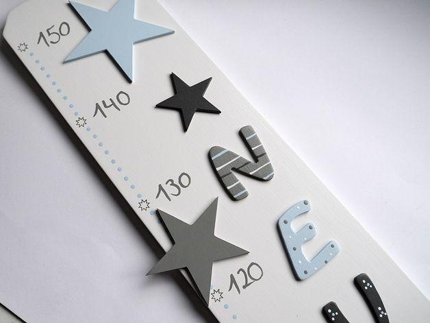 Kinderzimmerdekoration - Messlatte mit Sterne und Namen - ein Designerstück von Herzerquicklich bei DaWanda