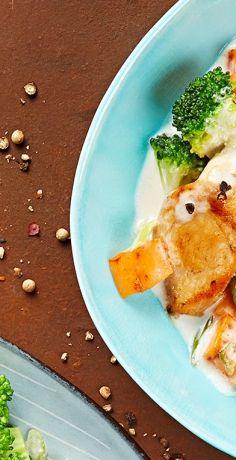 Bewusste und abwechslungsreiche Ernährung leicht gemacht: Mit dem REWE Rezept für Süßkartoffel-Pfanne mit Kokos-Hähnchen kommt viel Gemüse auf den Teller. »  https://www.rewe.de/rezepte/suesskartoffel-pfanne-kokos-haehnchen/