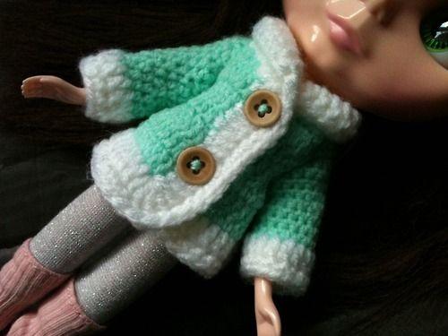 Carleesi - crocheted sweater for a Blythe doll