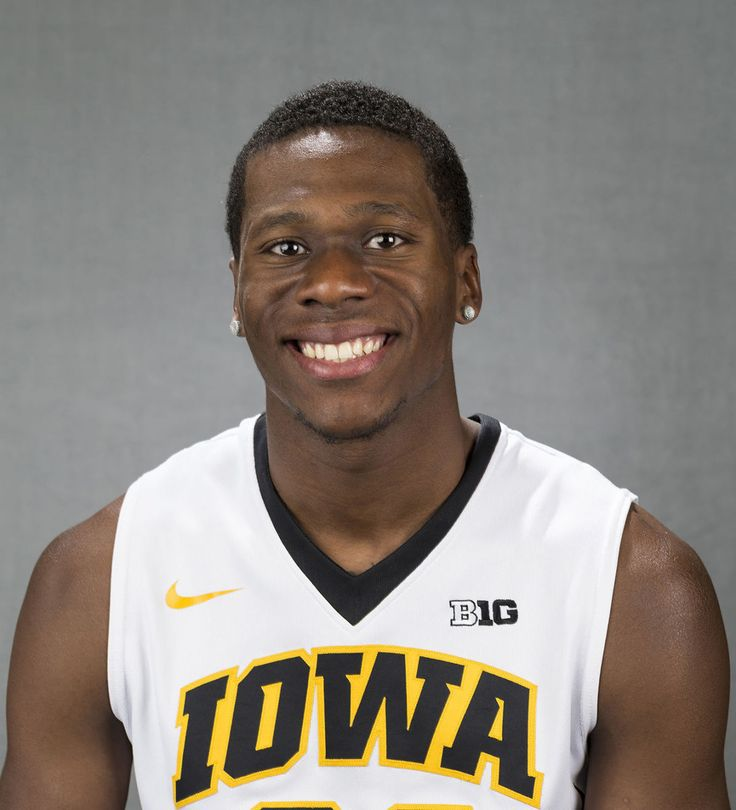 Redshirted Iowa basketball player Hutton is leaving Hawkeyes after 1 year