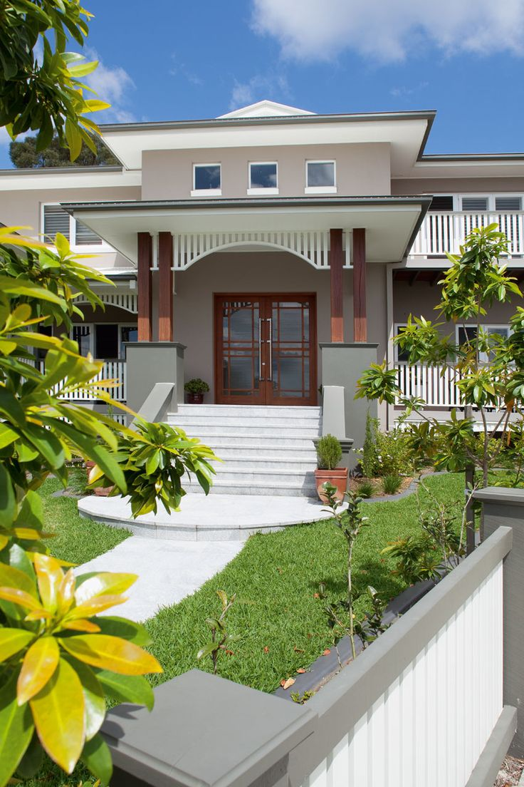"""Façade -  the wooden pillars ♥ Queensland Homes Blog » » Real Home: The brief was """"a modern Queenslander with North American Art Deco influences"""""""