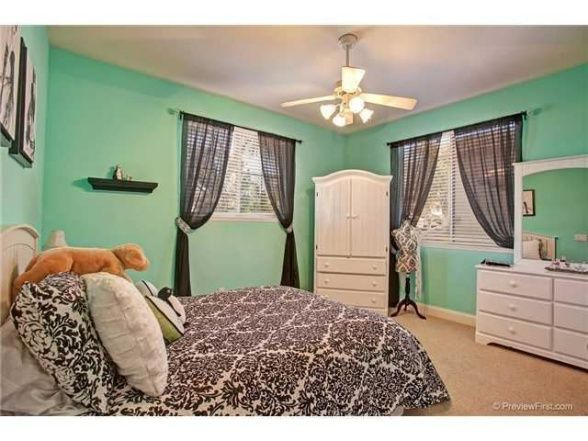 Tiffany inspired french teen room black and white accesories and bedding with aqua colored - Black and white bedroom designs for teenage girls ...