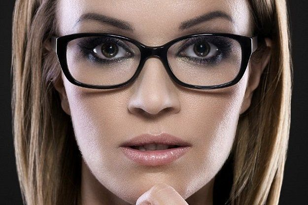 Makeup Tutorials & Makeup Tips : Makeup tips and tricks are crucial for women who wear glasses. Get the perfect m