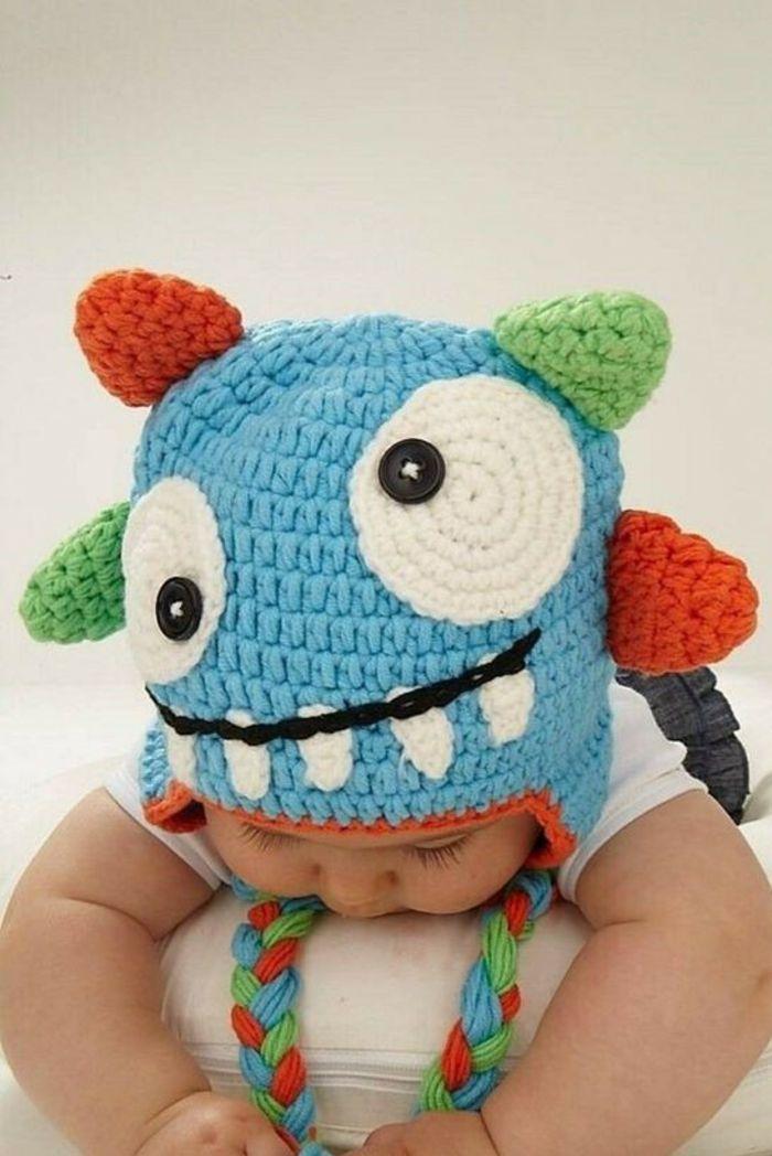 cadeau naissance personnalisé chapeau tricoté au crochet en forme de monstre avec deux grands yeux grand ouverts