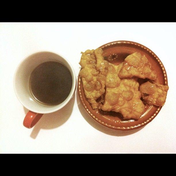 Buñuelos caseros y café de olla para cenar :) #soytufat