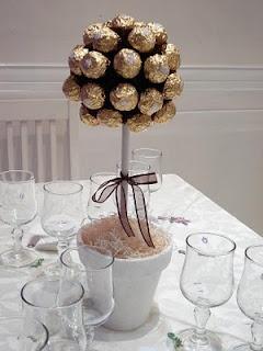 Ideia: árvore de Ferrero Rocher.