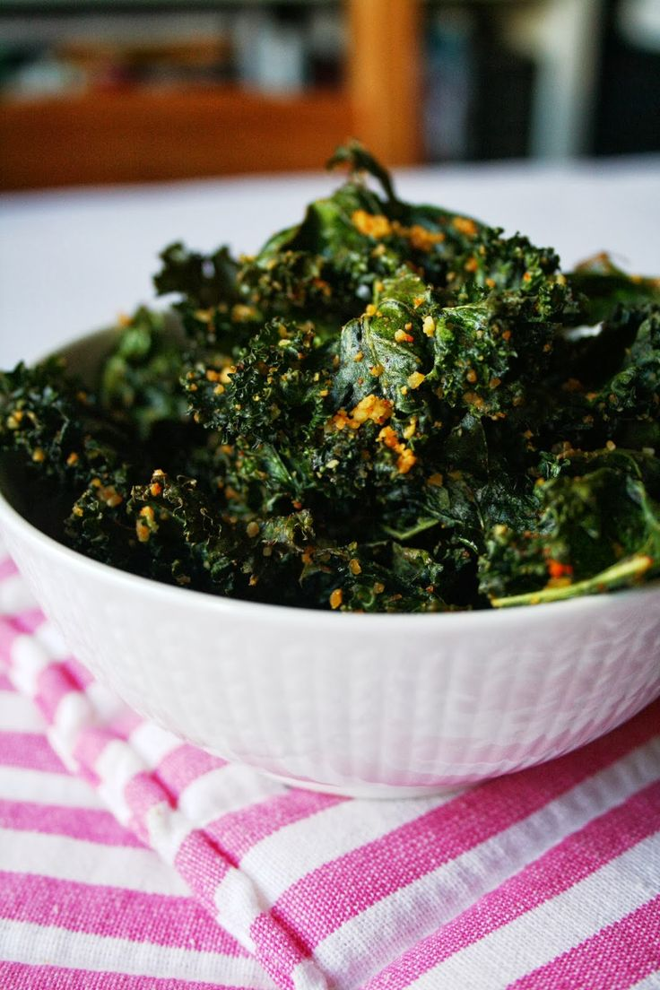 Yogi Dietitian: Kale Chips with Almond Crunch