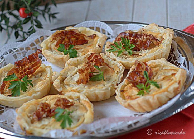 Canapè di cipolle e finocchi caramellati con salsa di kefir e pecorino