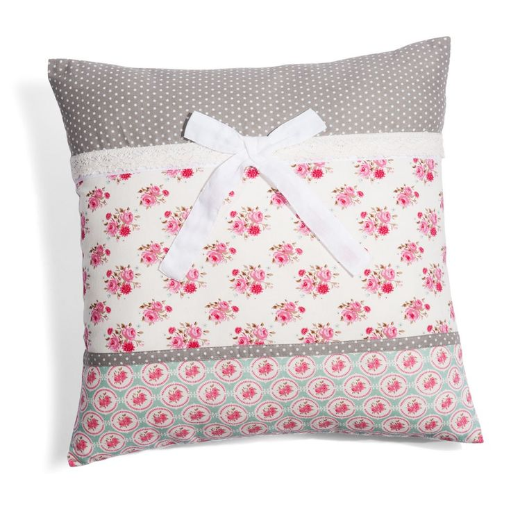 Shabby Pillow with ruffles and bow