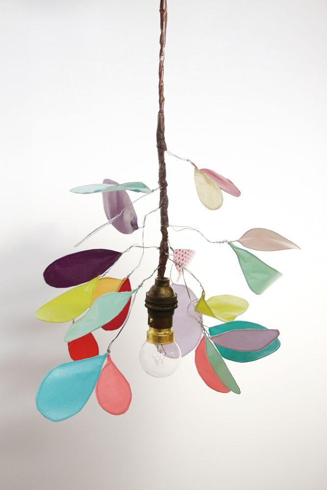 Un joli lustre fait-main, uniquement avec du fil de fer et du masking tape !