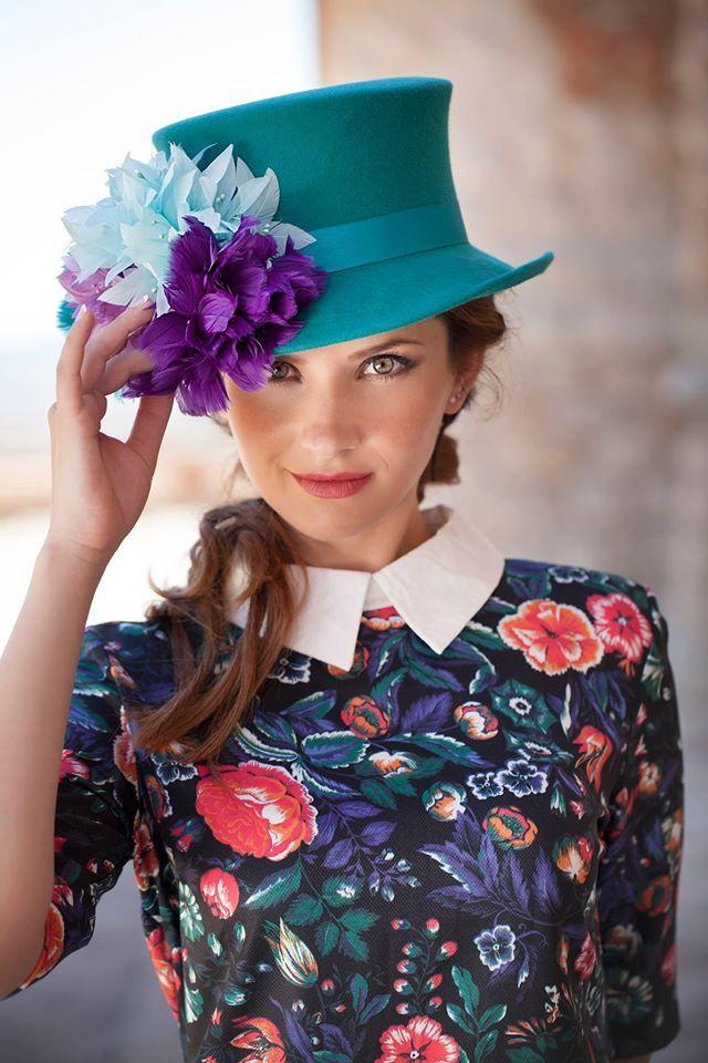 ¡Se acercan las #comuniones y las #bodas! Añádele a tu #look un toque original con las creaciones de Anne Poupée. Elige el #tocado que más te guste en www.HIPLOVERS.com
