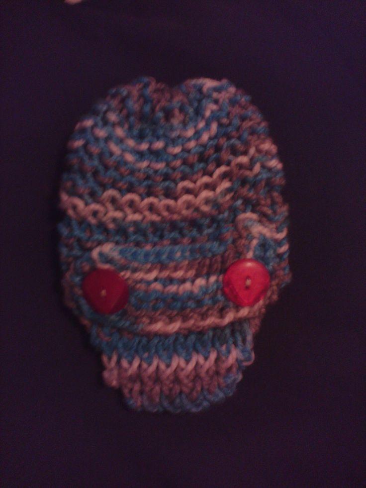Loomed baby visor hat by Yormary Maecha