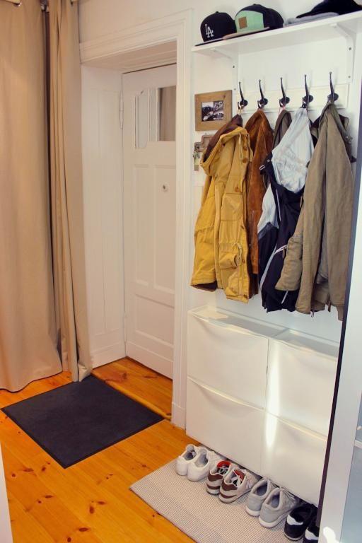 Ordentlicher Eingangsbereich Mit Garderobe Und Schuhschrank