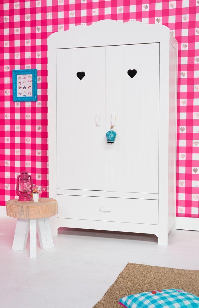lief! lifestyle witte meisjes linnenkast met hartjes detail & ruitjes behang | wallpaper and closet