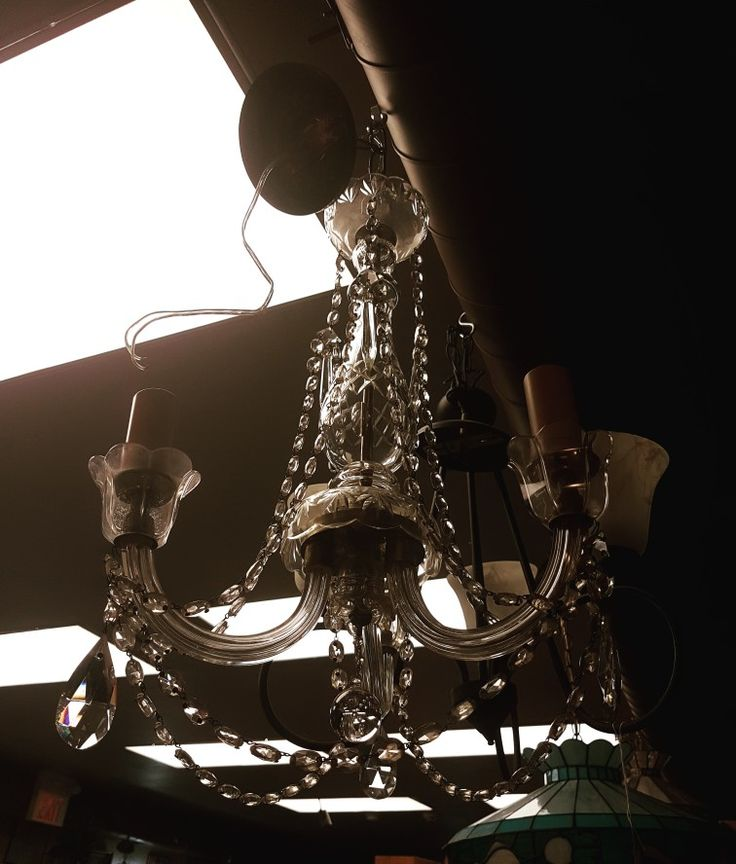 Stunning chandelier. Love this statement piece #chandeliers #lighting #homedecor #homefurnishings #accentpiece #chandelier #glass #accent #60pinestreet #home #lightingideas