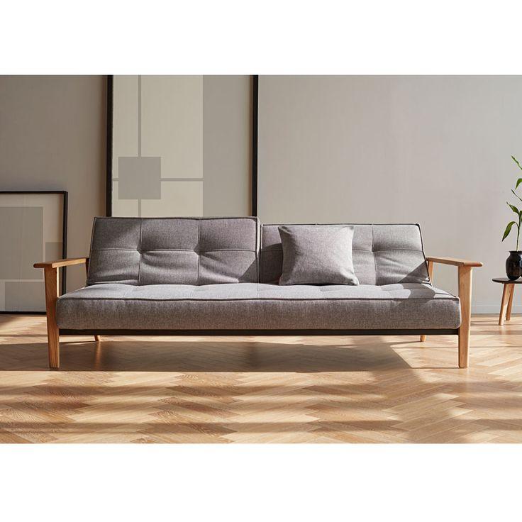 Splitback Frej es un sofá de tres plazas moderno y elegante de diseño escandinavo fabricado con materiales de alta calidad que se convierte en una cómoda cama