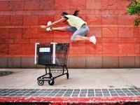 Sprung über den Einkaufswagen
