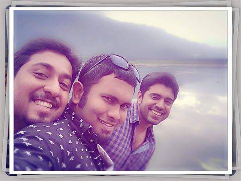 Vineethettan, nivin and aju Oru Vadakkan Selfie Time