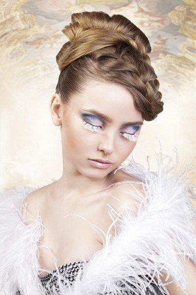 Buitengewone, middellange wimpers van zachte, met de hand verwerkte premiumveren in een sneeuwwit en gelijkmatig design. Ideaal om uit te gaan, op te vallen en te flirten. Inclusief huidlijm om gemakkelijk en comfortabel aan te brengen. #wimpers #gezicht #lashes #sexy #mooi #cosmetica #ogen #eyes #kado  #erotiek #intimiteit #sex #women #men #vibrator #goed #sexy #stout #willieshop #sexshop #willie.nl