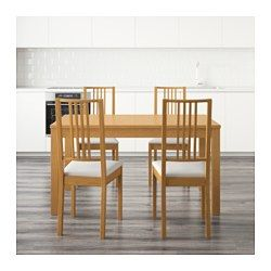 IKEA - BJURSTA / BÖRJE, Tavolo e 4 sedie, Tavolo estensibile con 2 prolunghe: fa spazio a 4-8 persone e permette di adattare la misura del piano alle tue esigenze.Le assi prolunga si possono tenere a portata di mano sotto il piano del tavolo.La funzione di bloccaggio nascosta evita fessure tra i piani e tiene ferma la prolunga.La superficie verniciata trasparente è facile da pulire.La fodera è facile da mettere e togliere.Fodera lavabile in lavatrice: facile da tenere pulita.Sedile…