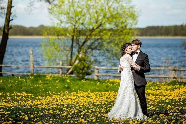 Powtórzę się, ale mam szczęście ������ Szczęściem jest pasja, szczęściem jest rodzina, zdrowie... i słońce �������������� #Olecko #Ełk #Suwałki #Gołdap #Giżycko #Augustów #mąż #żona #Olsztyn #polishwoman #polishgirl #polishboy #weddingdress #together #wife #husband #zaręczyny #paramłoda #weddingphotography #fotografślubny #spring #lovers #love #couple #wiosna #polskadziewczyna #lake #jezioro http://gelinshop.com/ipost/1515041671128916566/?code=BUGgl9zjaJW
