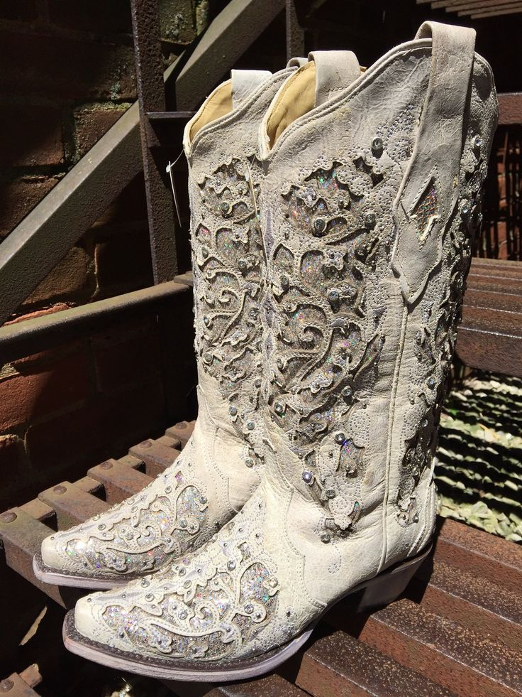 fefc5b64325cdd1b9d3b22d1c6dca3c5 - Cowboy Boot Wedding Decorations