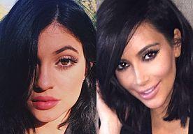 15-May-2015 11:09 - KYLIE VINDT DAT KIM HAAR STIJL KOPIEERT. De #Kardashian /Jenner (half)zusjes lijken allemaal enorm op elkaar als je het ons vraagt. Ze hebben dezelfde killer curves en hun stijl bestaat vooral uit strakke bodycon jurken en rokken met torenhoge palen. Toch is er tussen de zussen behoorlijk wat competitie gaande. Dat blijkt wel uit een fragment uit de laatste Keeping Up With The Kardashians. Jongste zus Kylie, vertelt aan de oudste zus Kourtney dat zij vindt dat Kim haar...