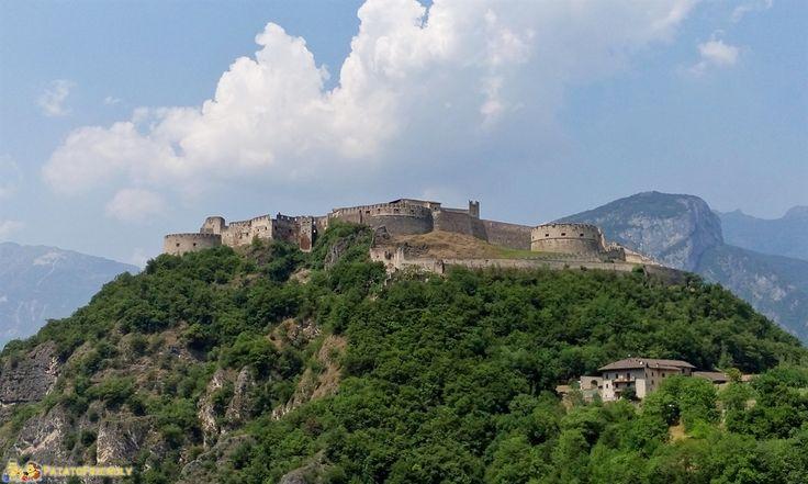 Visitare i castelli del Trentino con i bambini: Castel Beseno a Besenello.