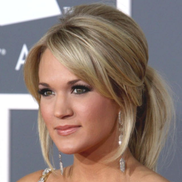 Wish I had Carrie Underwoods hair it's flawless!! -color and bangs!!!!