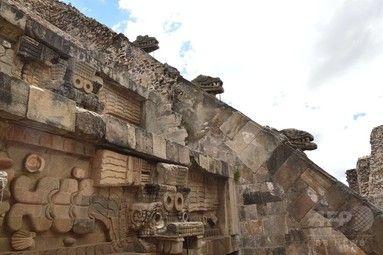【10月30日 AFP】メキシコの古代都市テオティワカン(Teotihuacan)の「ケツァルコアトルの神殿(Temple of the Feathered Serpent、羽毛のある蛇の神殿の意味)」で、新たに多数の遺物が発見された。